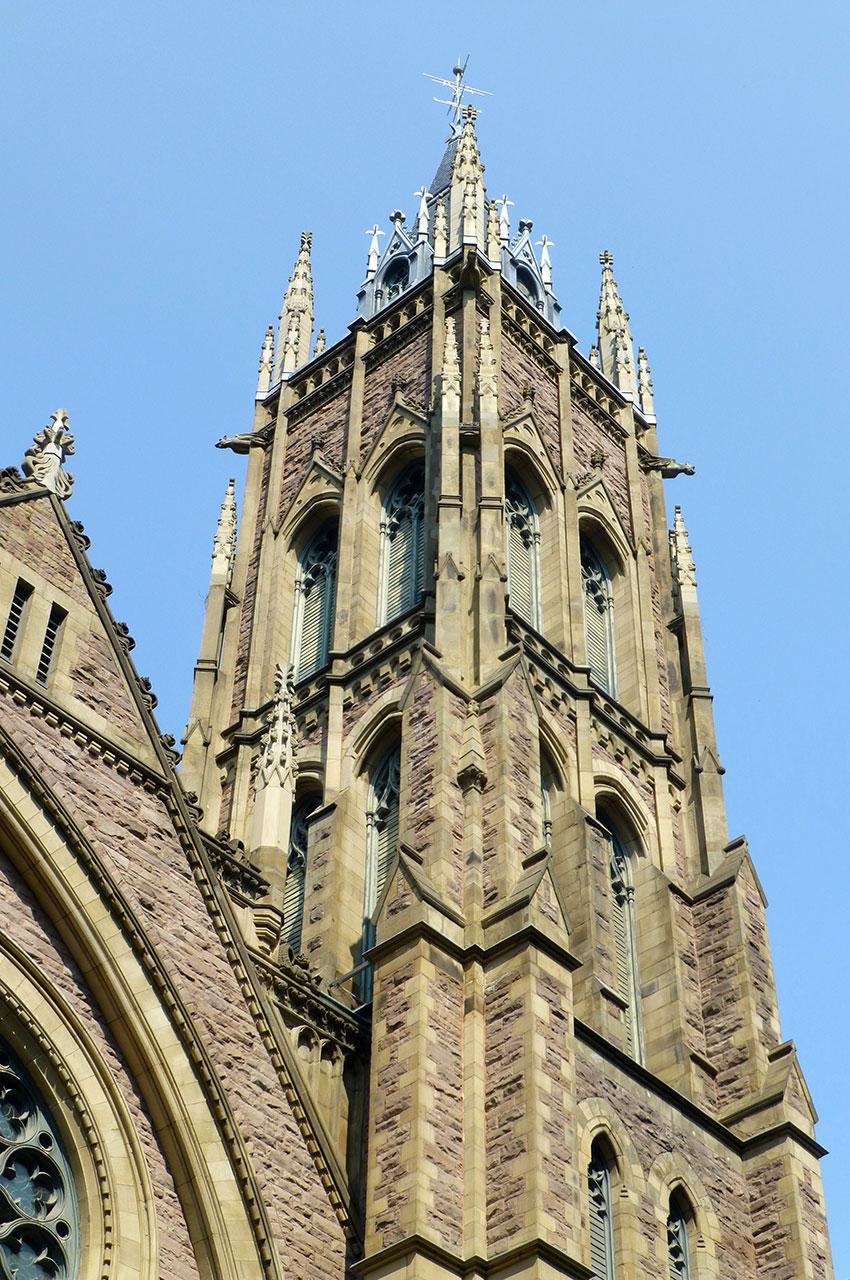 L'une des tours de l'église unie Saint-James