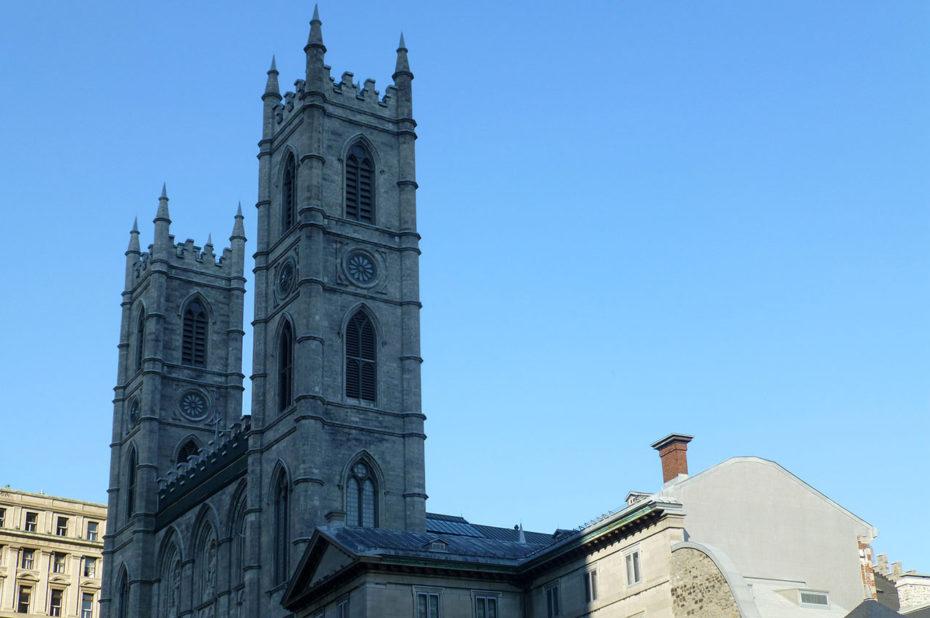 Les deux tours de la Basilique Notre-Dame dans l'ombre