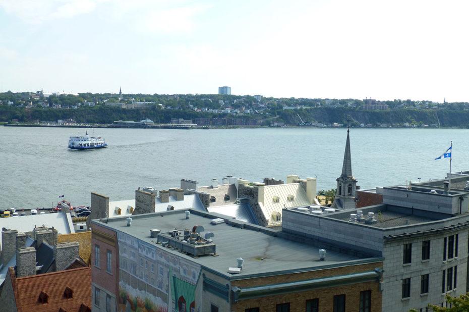 Bateau sur le Saint-Laurent vu depuis la Haute-Ville