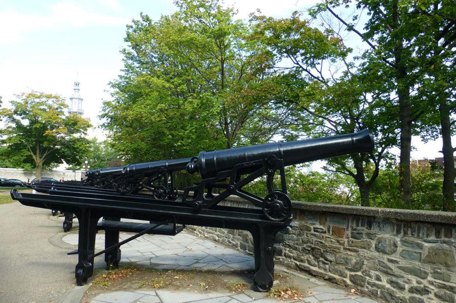 Des canons dirigés vers le Saint-Laurent pour protéger la ville