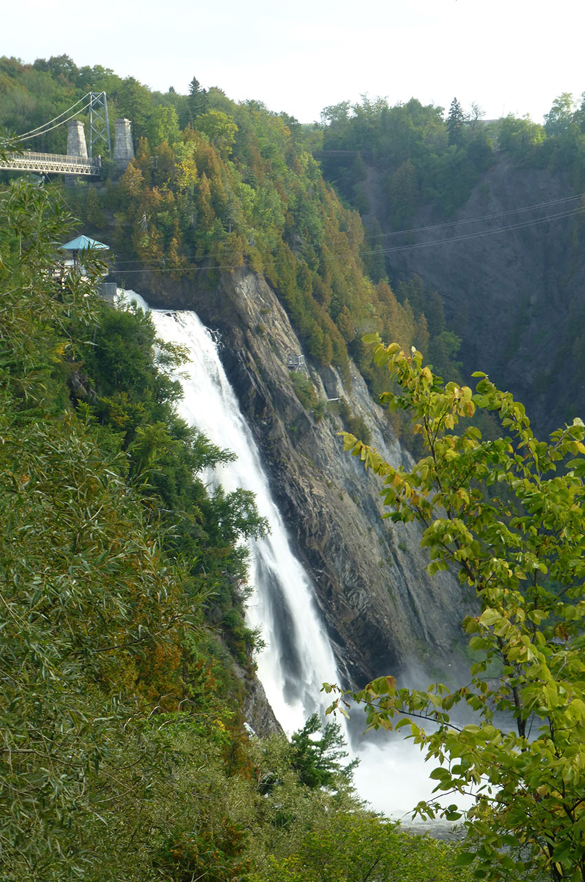 En pleine nature, la chute est pourtant très proche de la ville de Québec