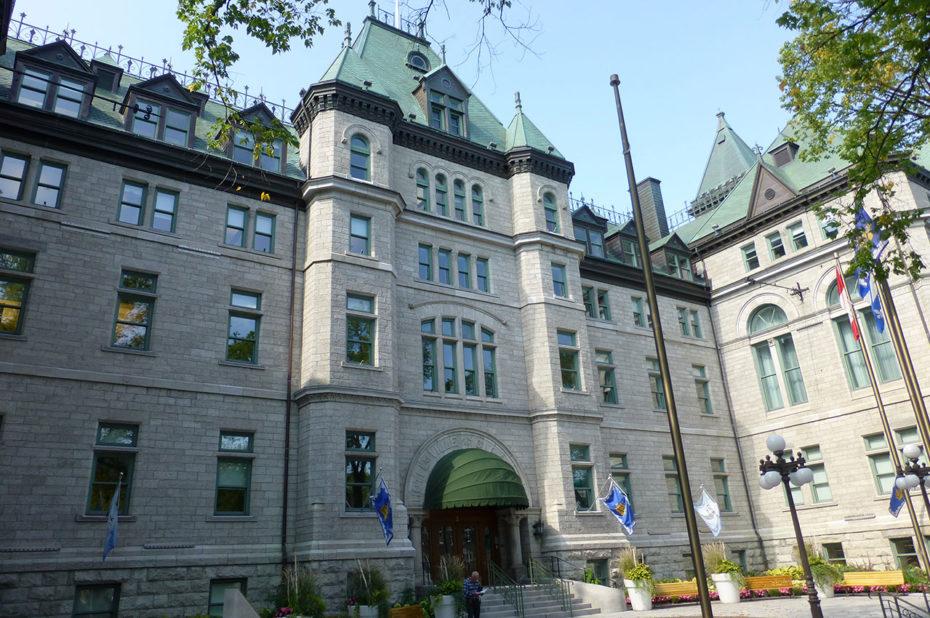 Entrée de l'Hôtel de Ville de Québec construit en 1896