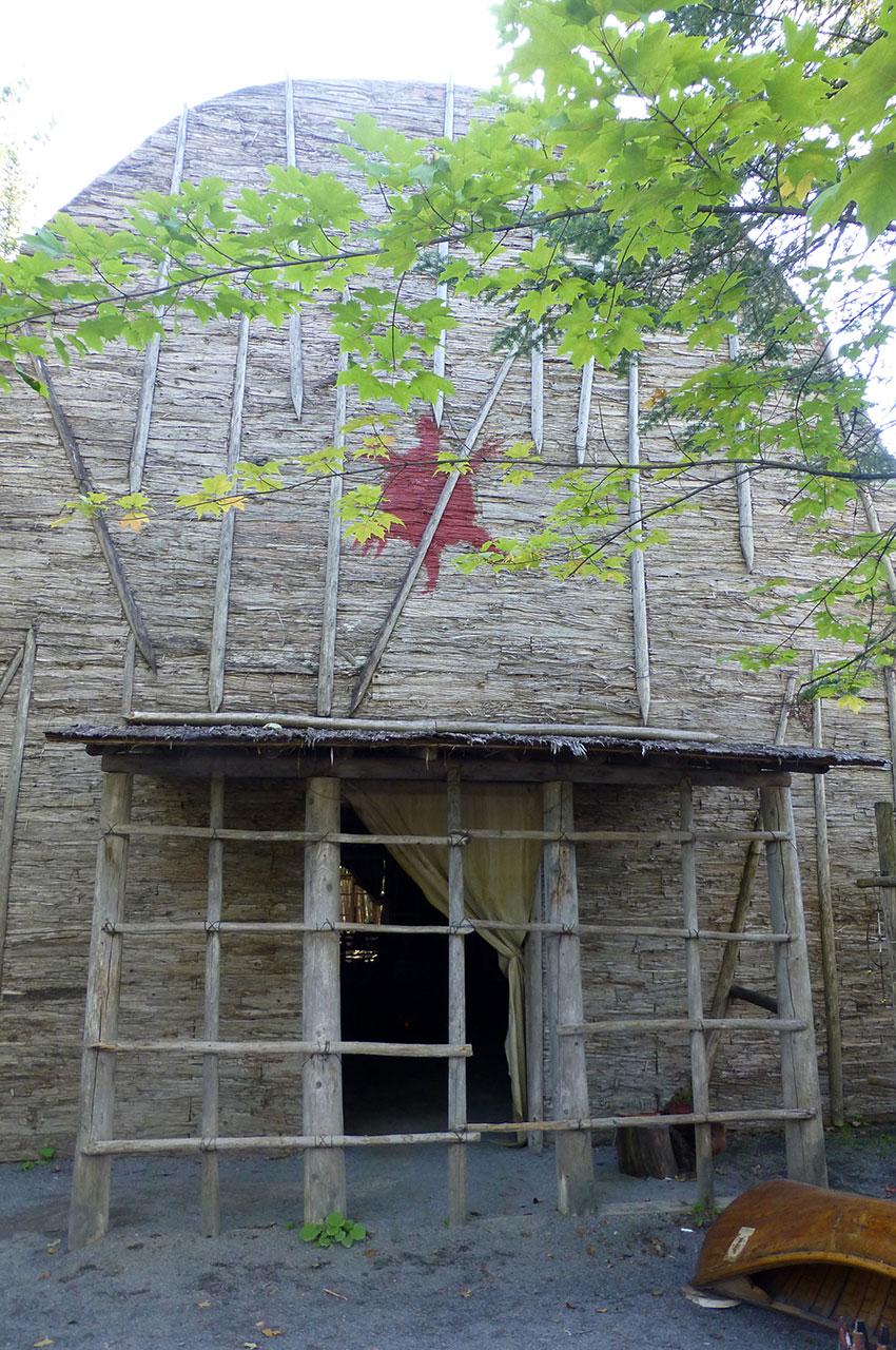 Maison longue Huron, vue de l'extérieur
