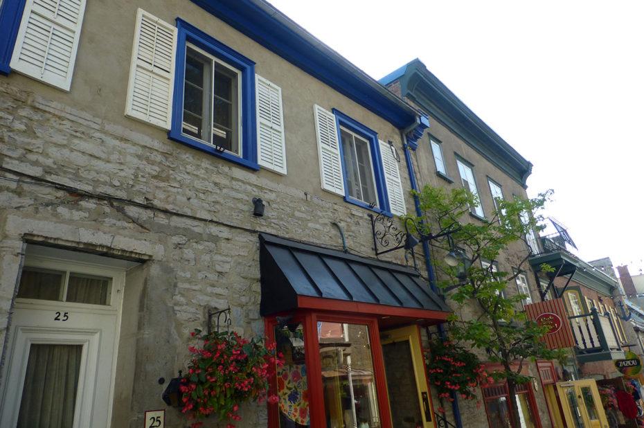 Des maisons en pierre colorées