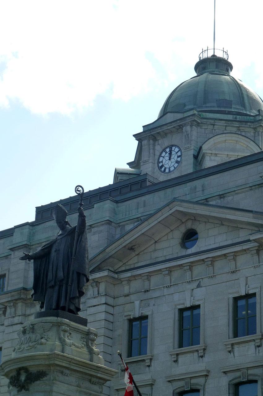 Monument de Monseigneur François de Laval