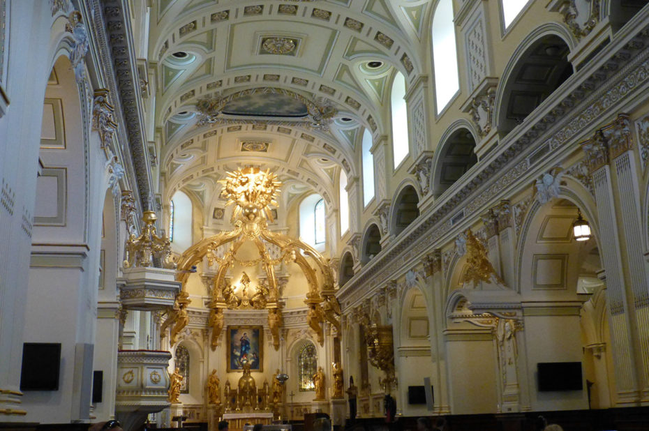 La nef et le chœur de la basilique-cathédale