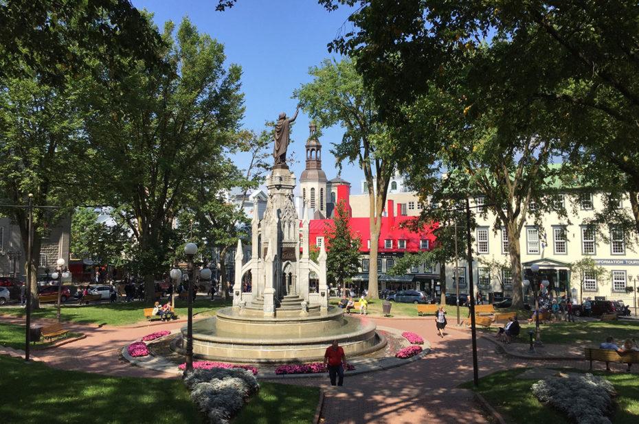 Fontaine Monument de la Foi sur la Place d'Armes