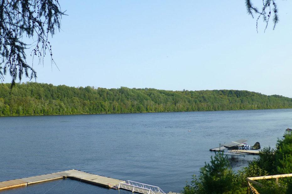 La rivière Saint-Maurice a une longueur de 563 km