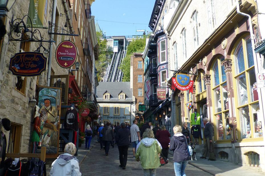 La rue Sous-le-Fort et départ du téléphérique