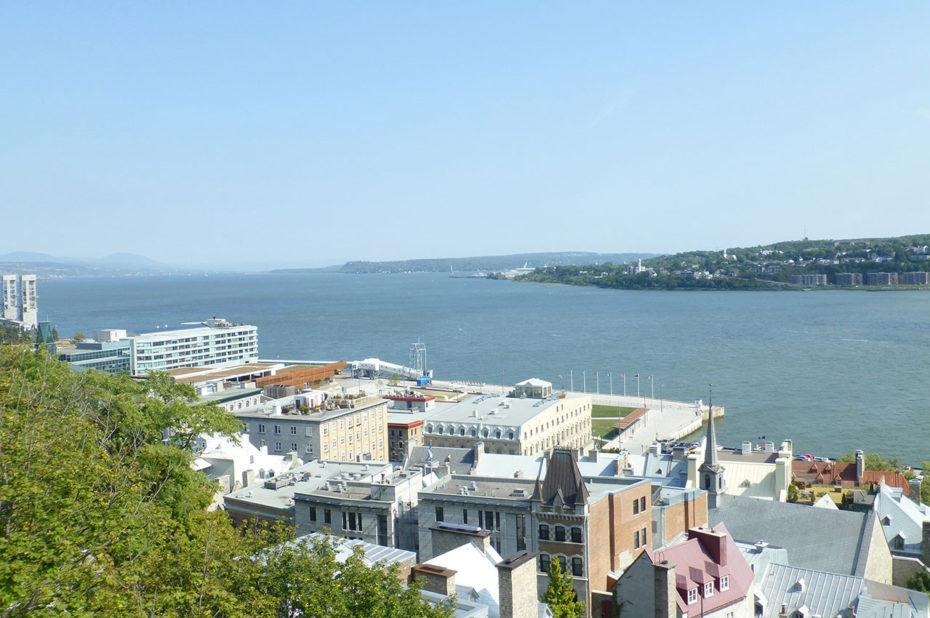 Le Saint-Laurent traverse la ville de Québec