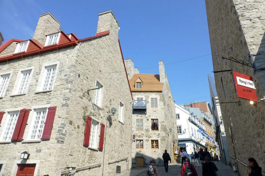 Vieilles maisons en pierre rue Notre-Dame