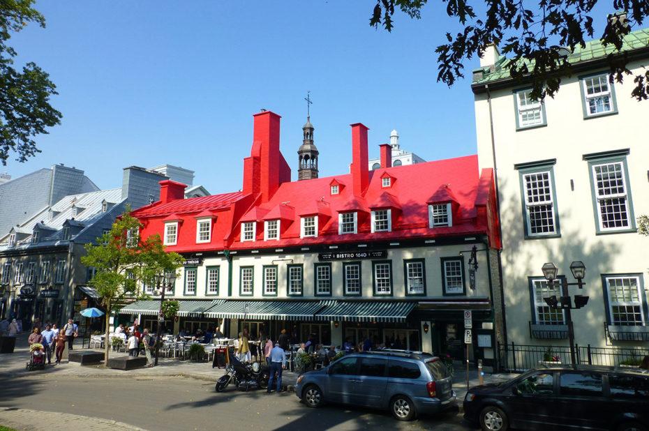 Dans le Vieux-Québec, les toits rouges sont omniprésents