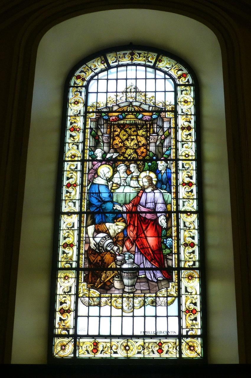 L'un des magnifiques vitraux de la basilique