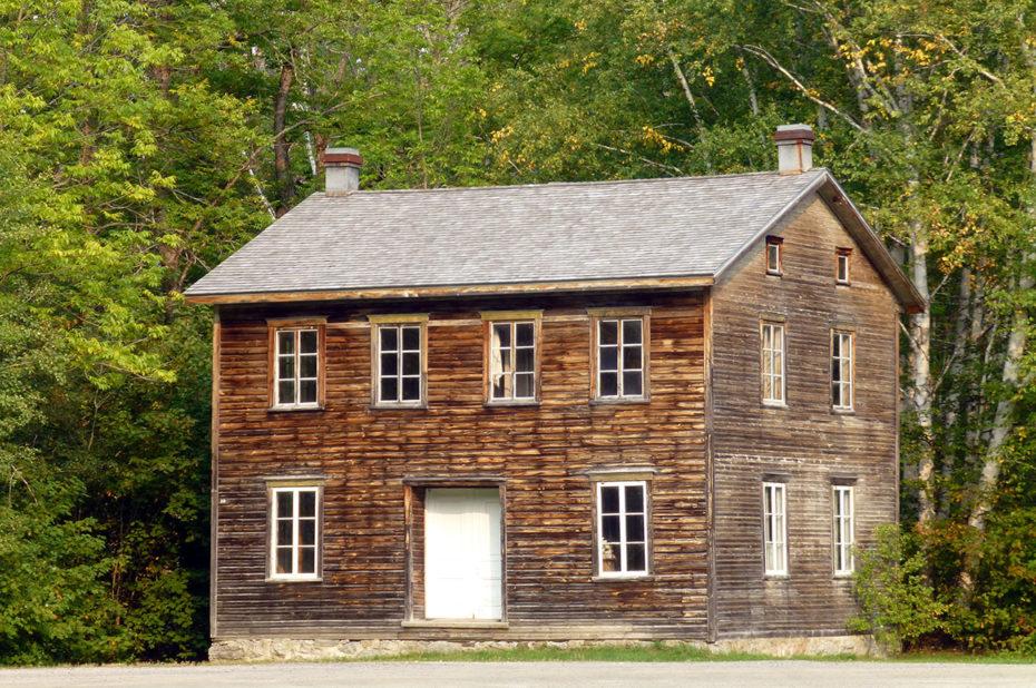 Une ancienne maison d'habitation plutôt bien conservée
