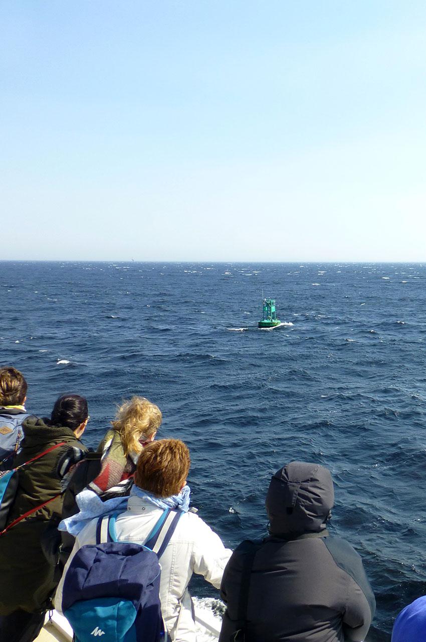 Sur le fleuve Saint-Laurent, une balise mais pas encore de baleines