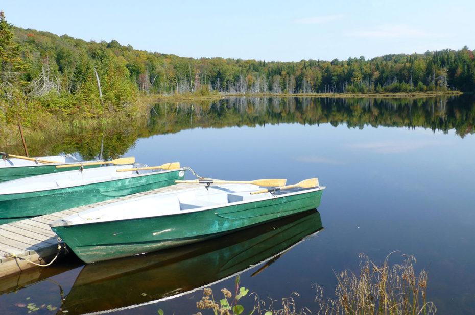 Barques sur un lac proche de la Pourvoirie du Lac Blanc