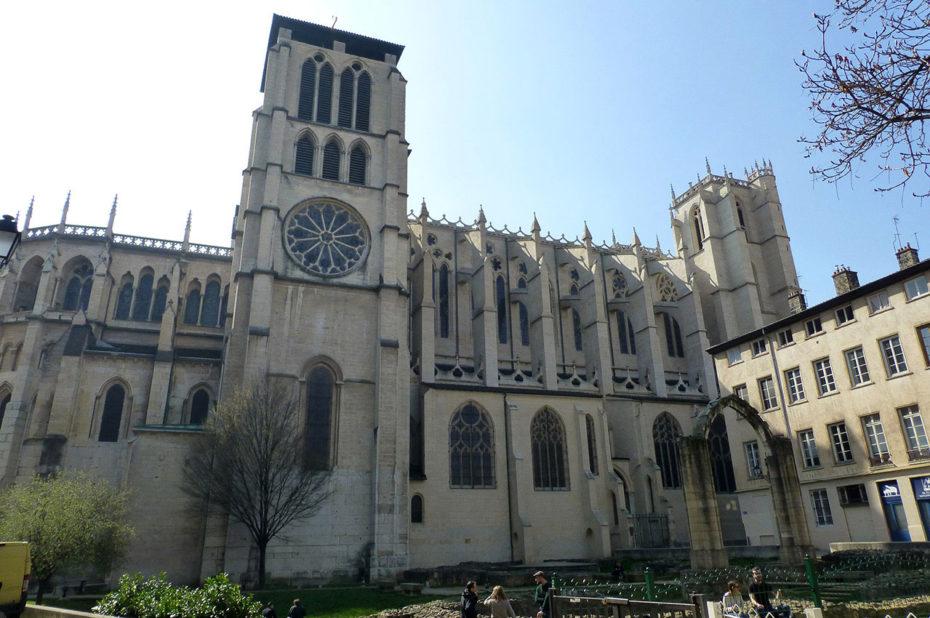 La cathédrale Saint-Jean est située dans le Vieux-Lyon