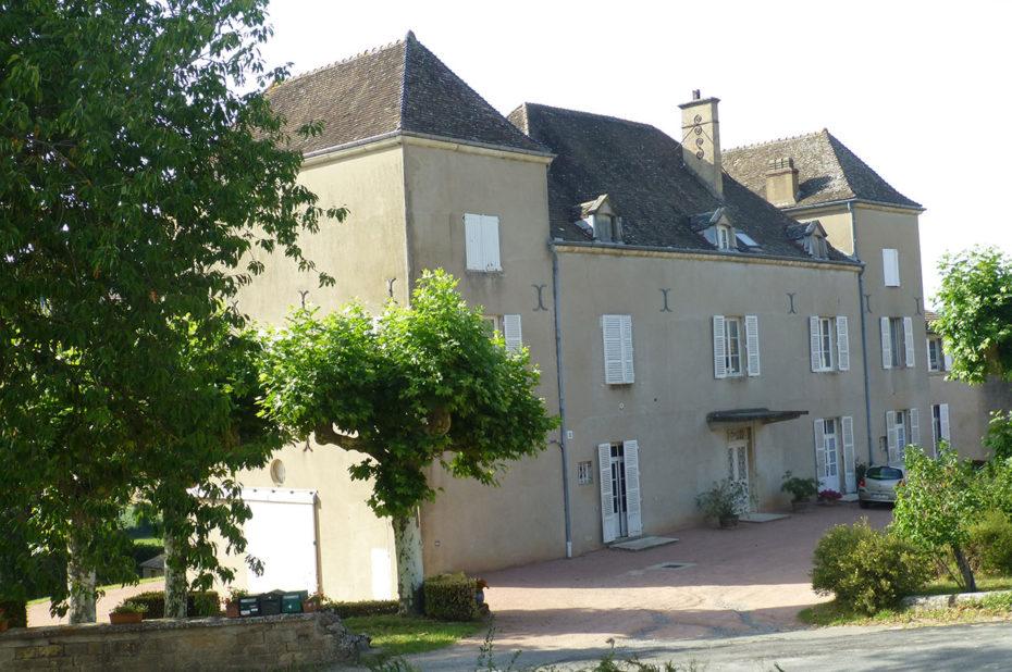 Le château de la Greffière est situé à la Roche-Vineuse