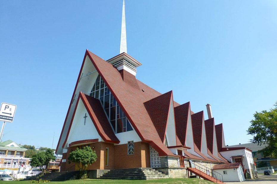 L'église Sainte-Croix construite entre 1962 et 1965
