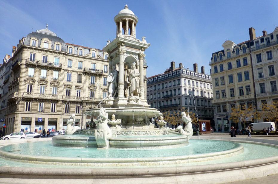La fontaine des Jacobins a été construite par Gaspard André