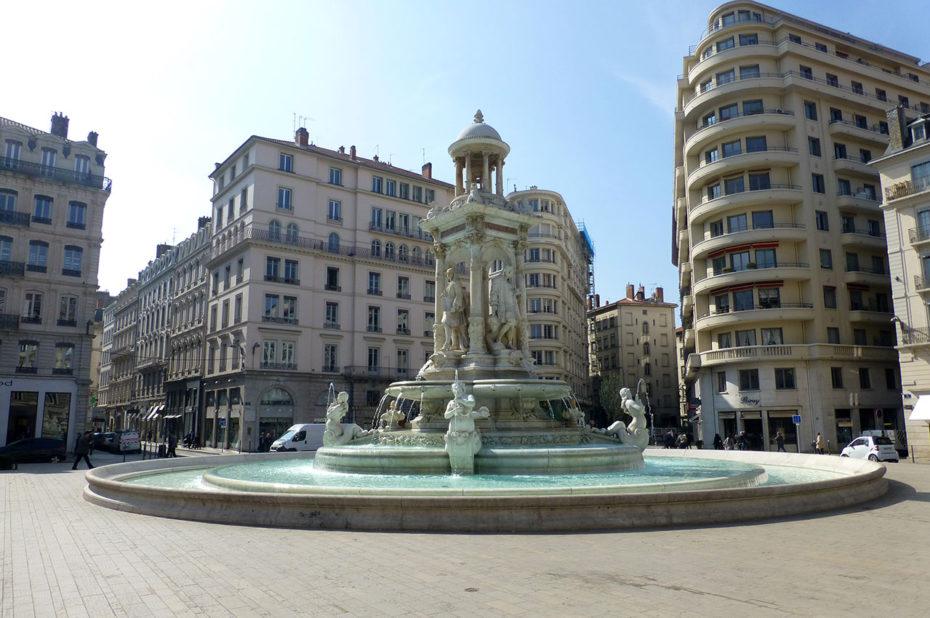 La fontaine sur la place des Jacobins