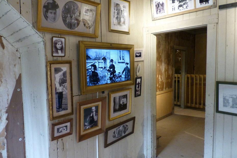 Une maison ancienne où l'on retrouve l'histoire du village et de la communauté