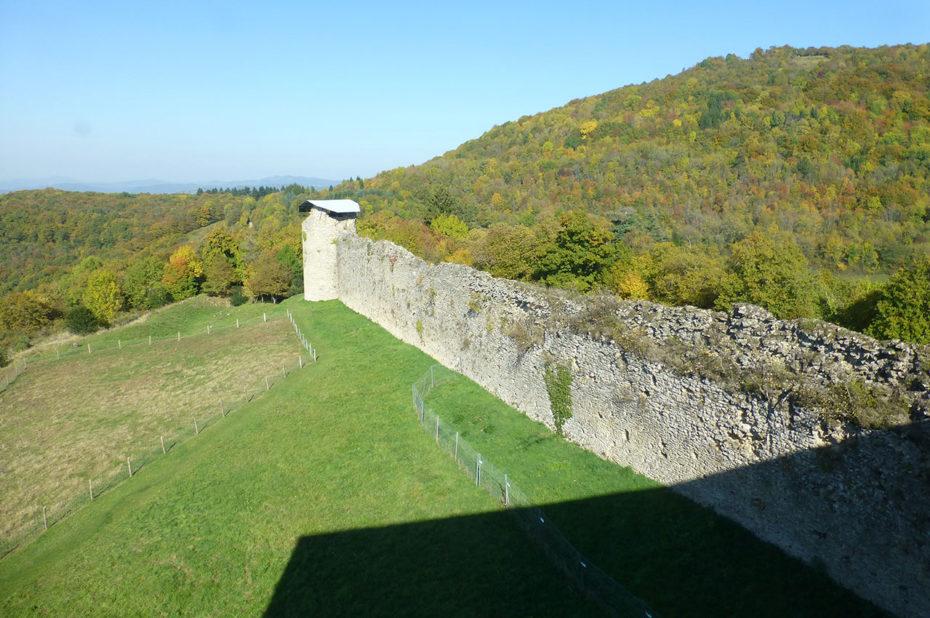 Le mur d'enceinte de la citadelle que constituait le château