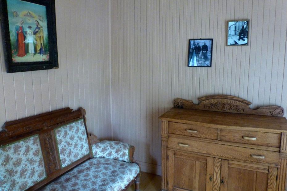 Salon dans une maison de Val-Jalbert