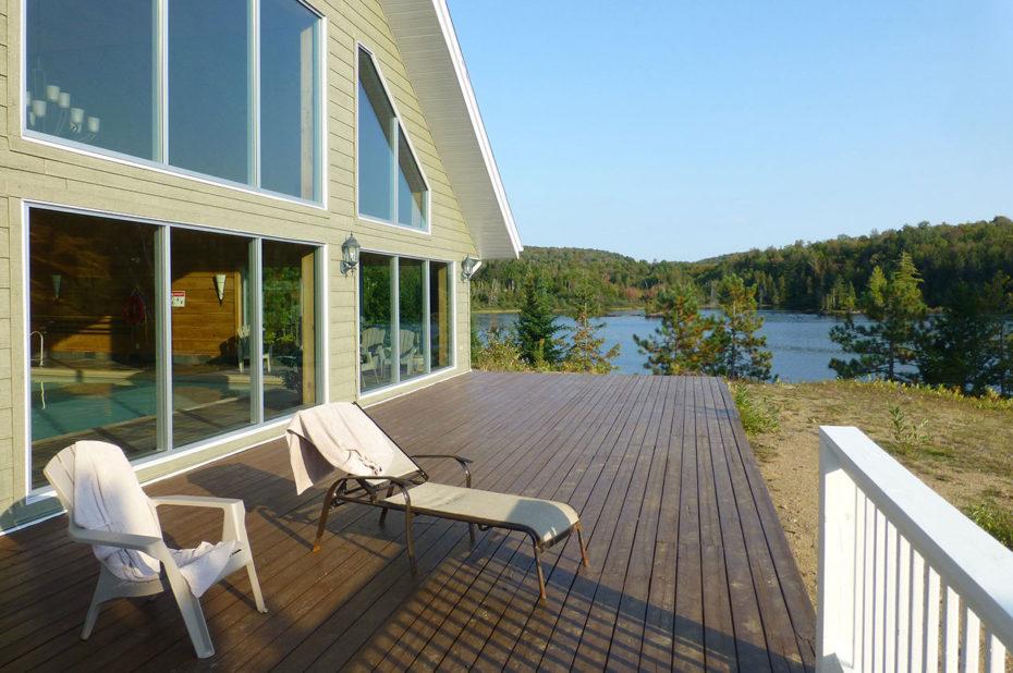 Spa et piscine intérieure face au lac blanc