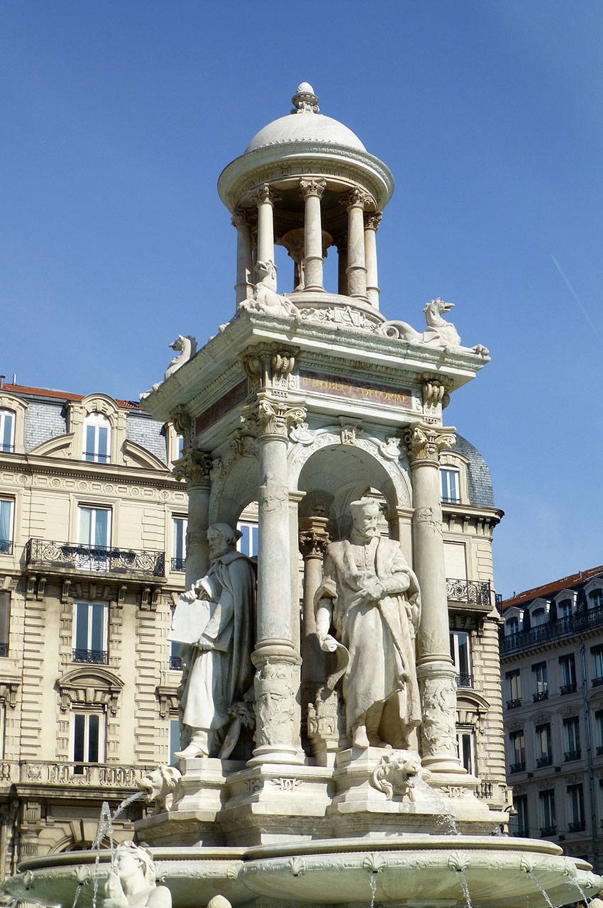 Statue du grand architecte Philibert Delorme