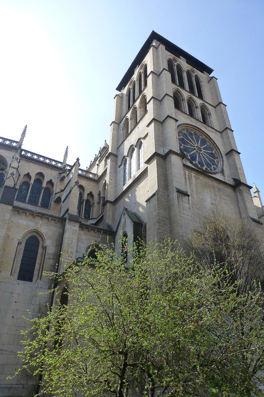 La la tour nord du transept, dite Saint-Thomas