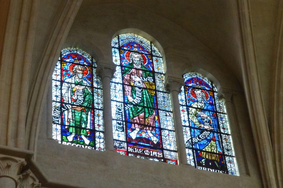 Triptyque de vitraux dans la cathédrale Saint-Jean