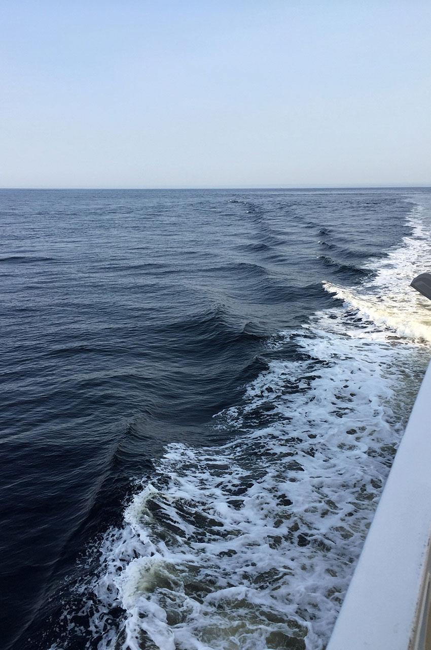 Les vagues créées par le bateau