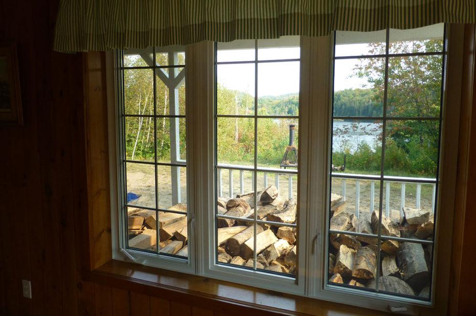 Vue sur le Lac Blanc depuis la fenêtre du chalet