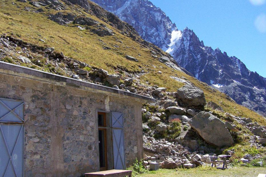 Le refuge Temple Écrins, une halte méritée où nous attendent de bons produits régionaux