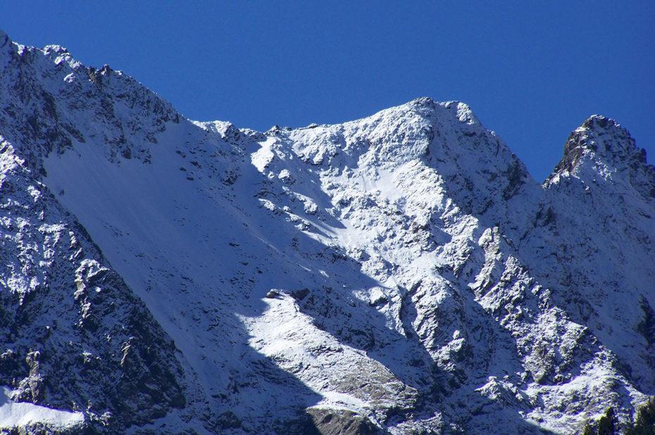 Des sommets enneigés aux alentours