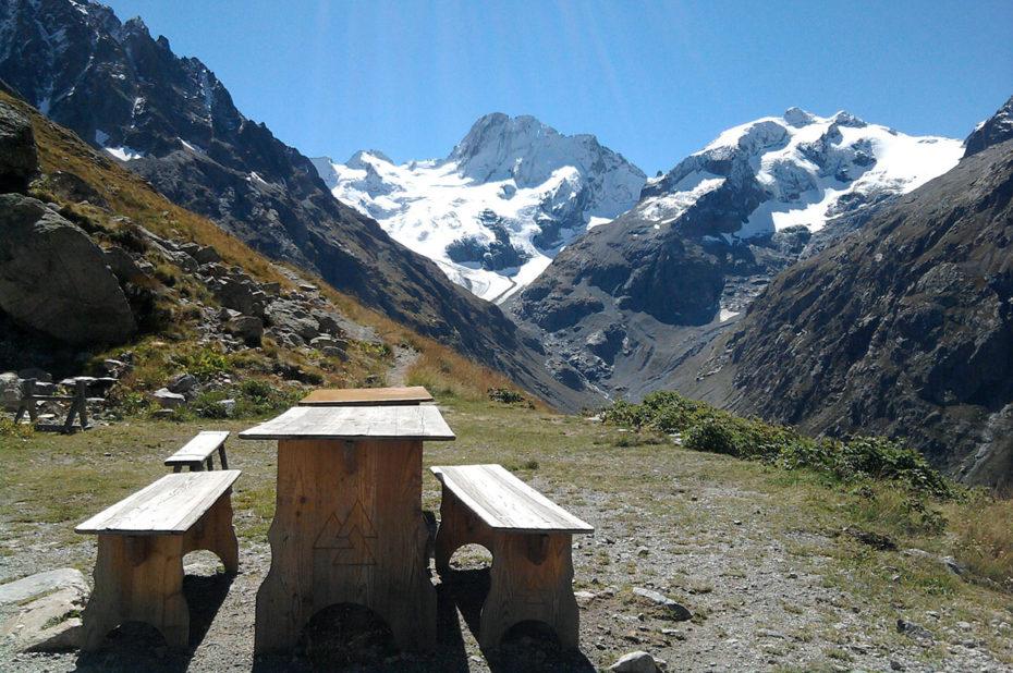 Vue depuis le refuge Temple Écrins à 2410 m d'altitude