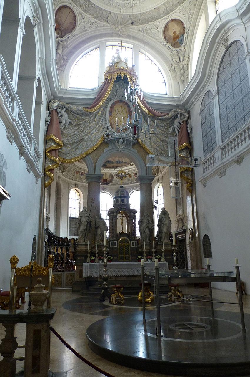 L'intérieur de la basilique Saint-Magne