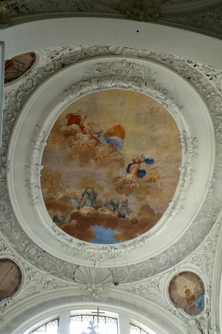 Un médaillon peint dans l'abbaye Saint-Magne