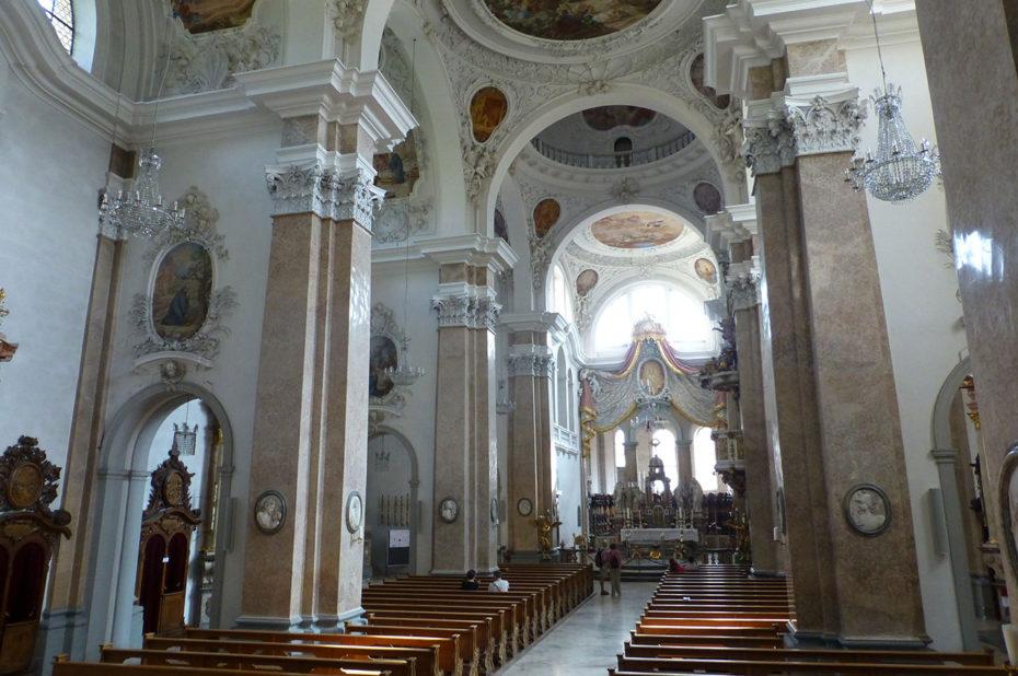 Nef principale de la basilique Saint-Magne