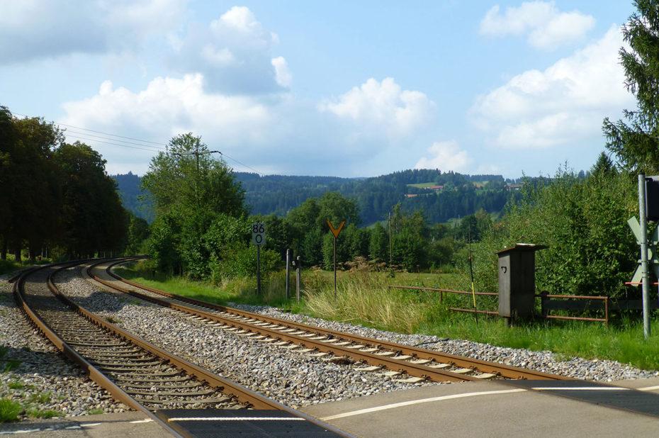 Les rails de la voie de chemin de fer à Hergensweiler
