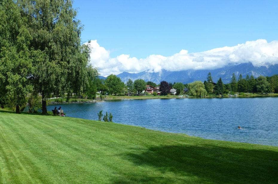 Baignade dans l'eau pure du lac Zeller See