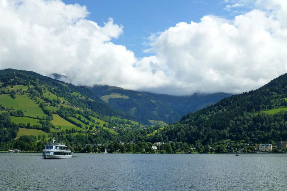 Bateau de croisière sur le lac Zeller See