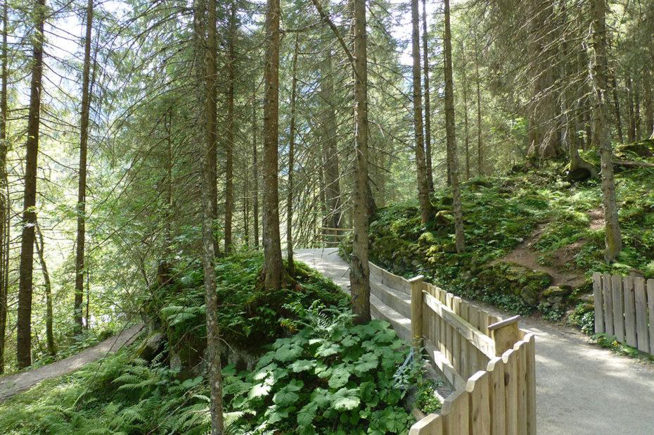 Chemin de randonnée longeant les cascades de Krimml
