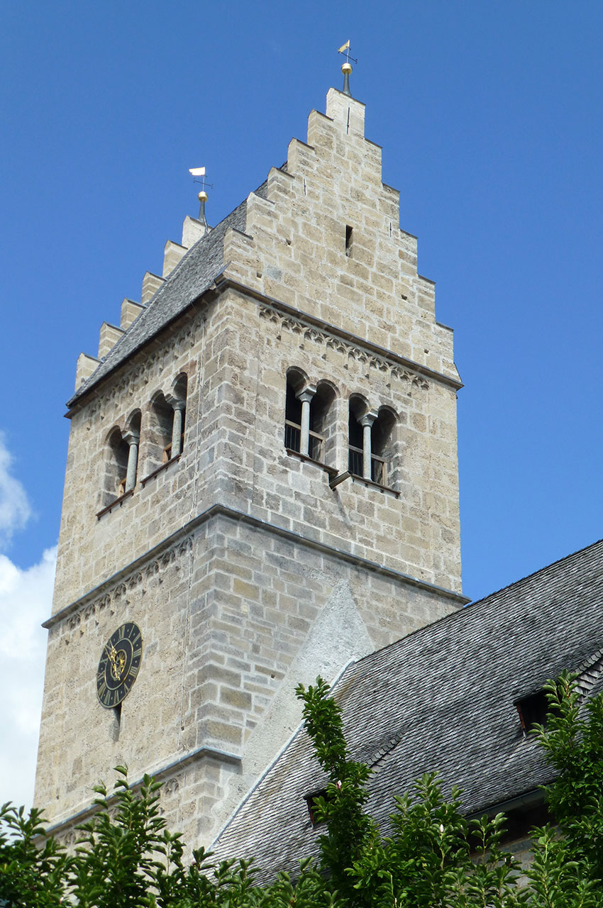 Clocher de l'église romane Saint-Hippolyte
