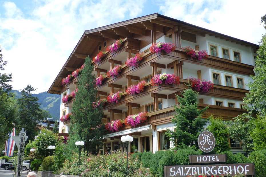 L'hôtel Salzburgerhof fleuri de géraniums