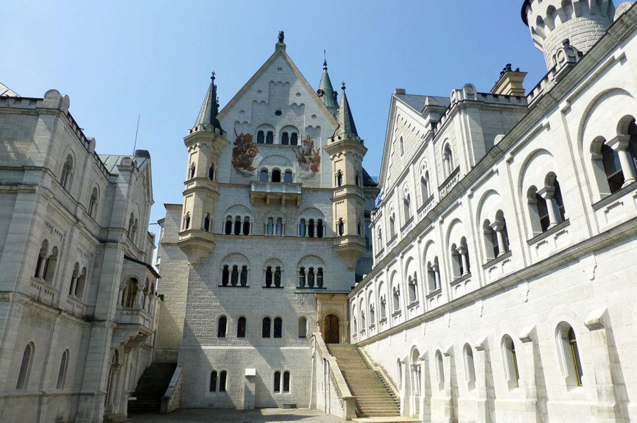 À l'intérieur de ce magnifique château de style néogothique
