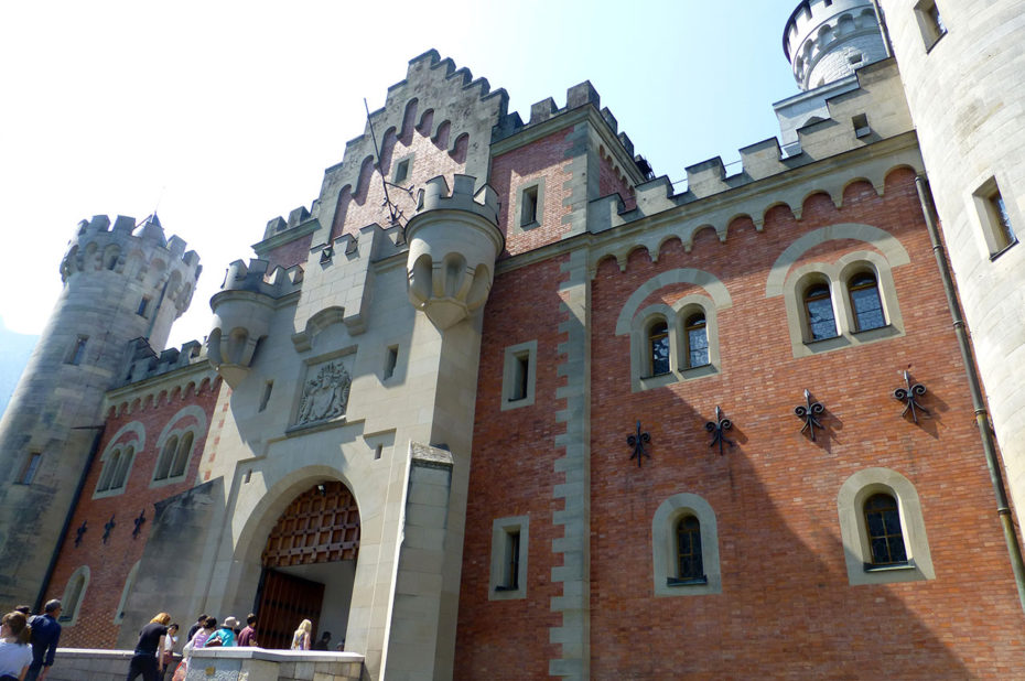 La porte d'entrée principale du château