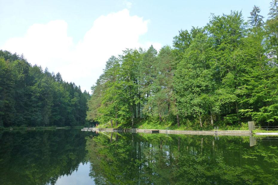 Il est possible de faire le tour à pied du lac Weissensee