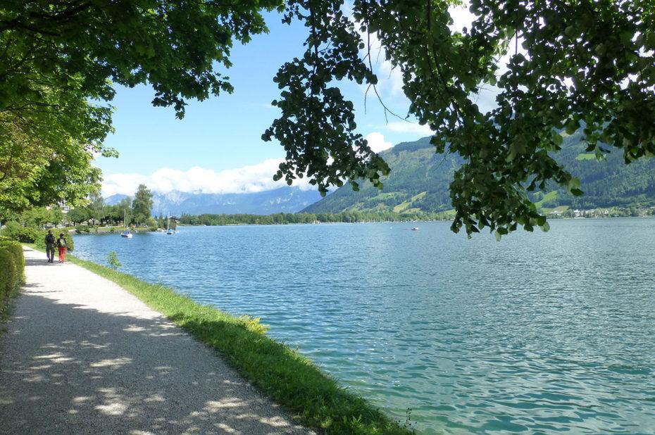 Chemin de promenade autour du lac Zeller See